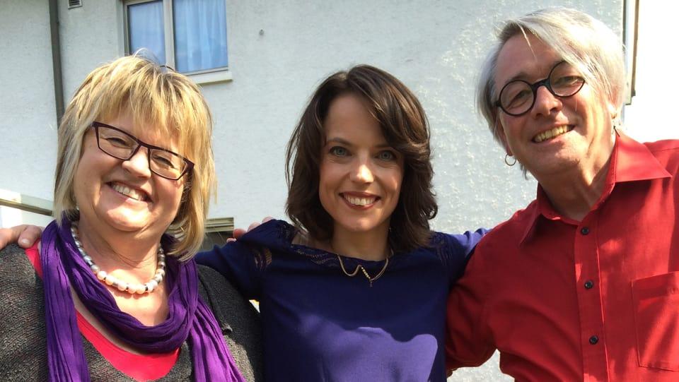 Babs, Mona und Jonny posieren für die Kamera.