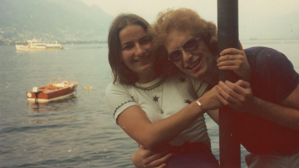 Irène und Marc an einem See im Tessin