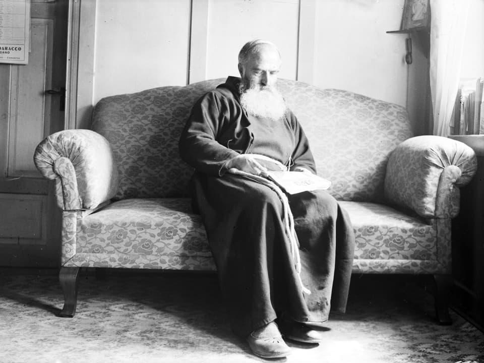 Fotografias che Pader Alexander Lozza ha fatg da sasez enturn 1945