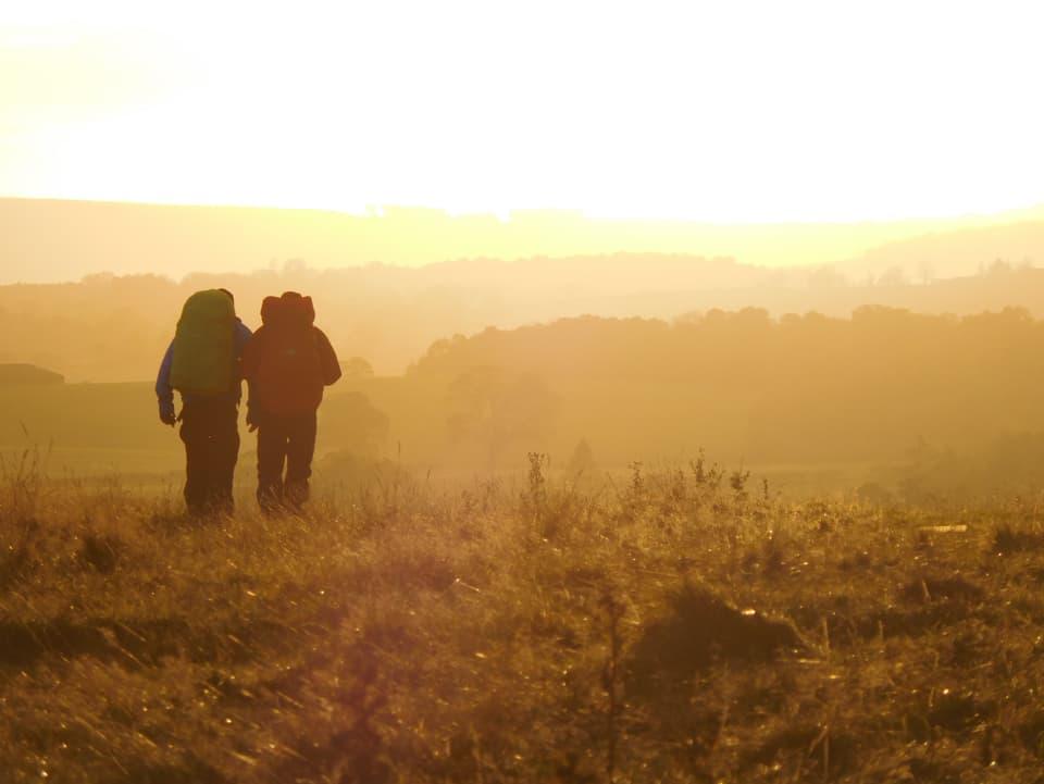 Jonny Fischer und Manuel Burkart beim Sonnenuntergang vor Drymen.