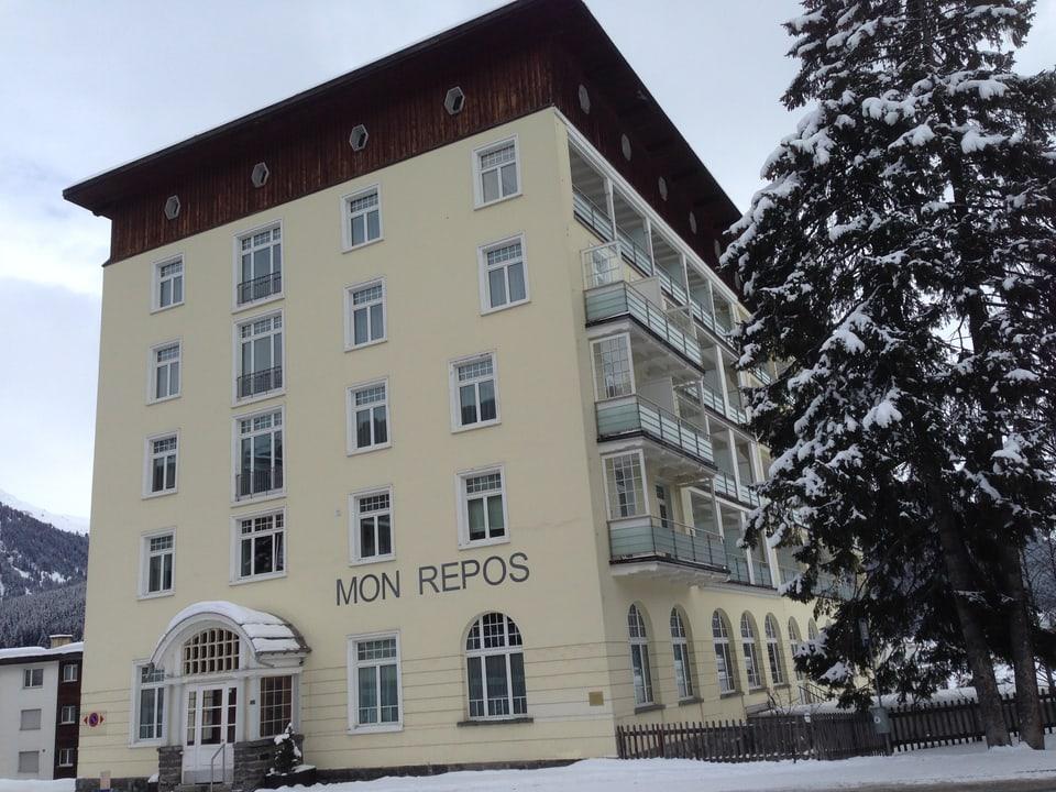 Das heutige Hotel «Mon Repos» in Davos war das sogenannte «Braune Haus», die Zentrale der Nazis in Davos.