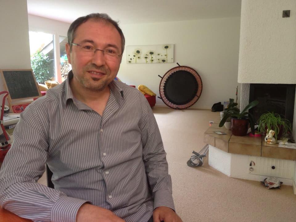 Integrationsexperte Hamit Zeqiri plädiert für mehr Lockerheit im Umgang zwischen Schweizern und Albanern.
