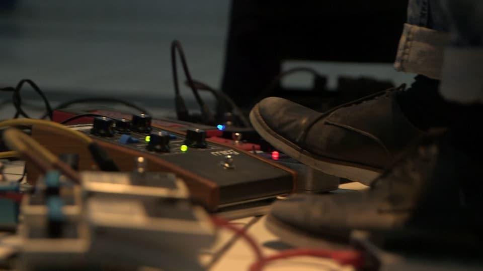 La musica è el detagl. Uschia na dovra Martina betg mo ils mauns per far musica, mabain era ils pes.