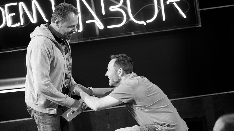 Claudio Zuccolini und Michel Gammenthaler auf der Bühne.
