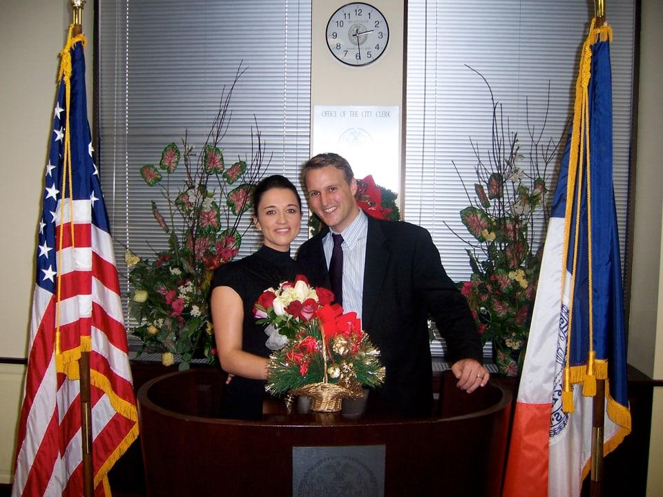 Andrea Cathomas e ses um en la City Hall da New York suenter la ceremonia da lur nozzas