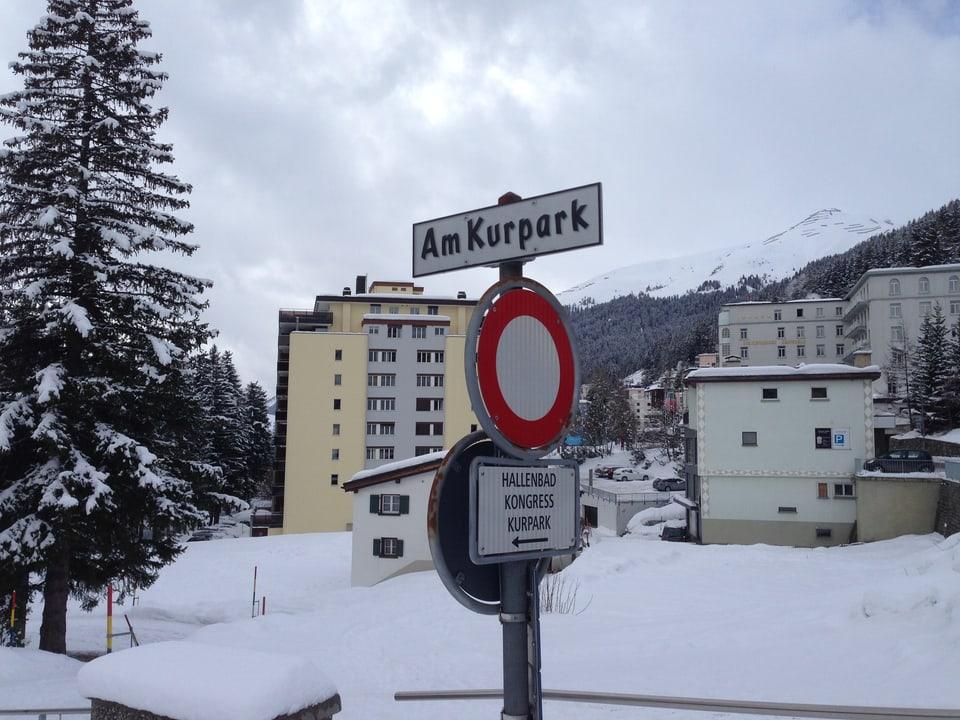 In den Dreissigerjahren hing hier in Davos ein Hinweisschild zum Büro der NSDAP.