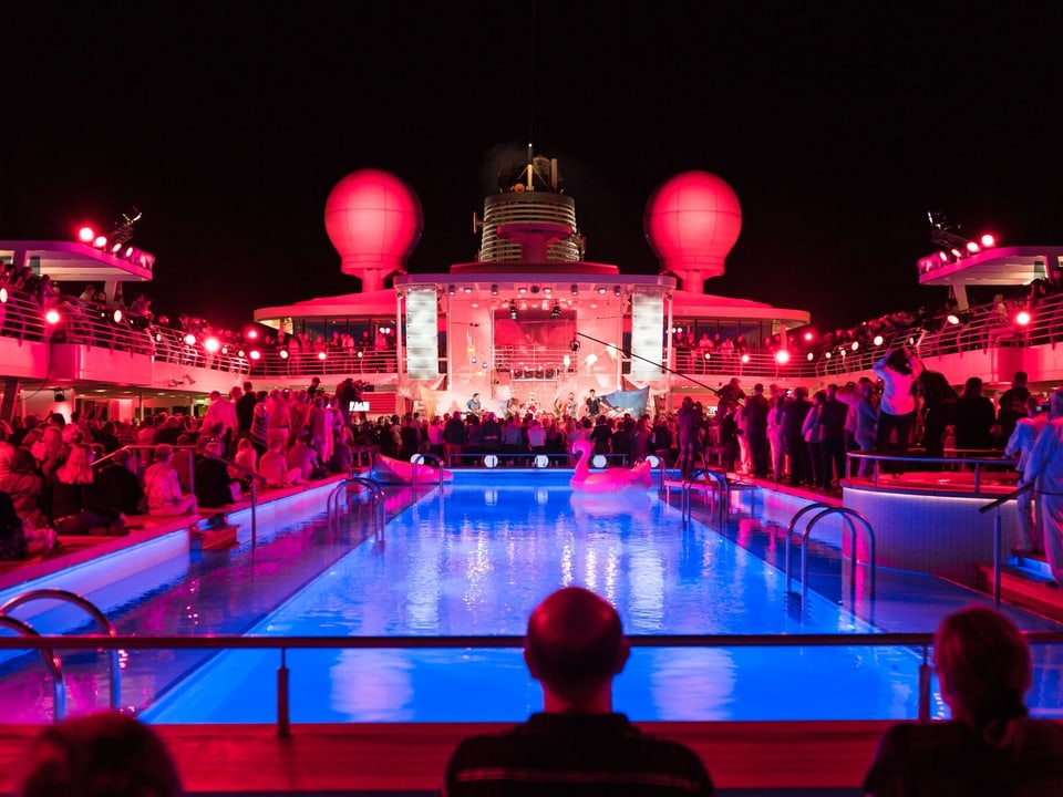 Party auf Deck der Mein Schiff 3