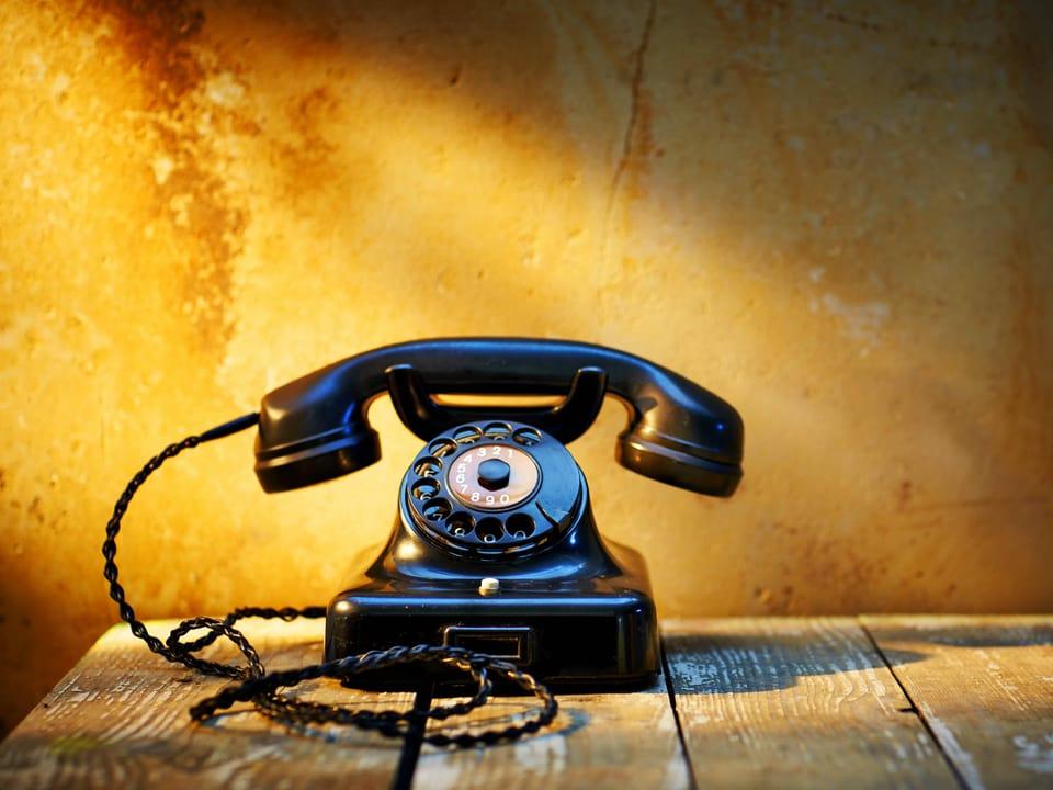 Bakelit-Telefon mit Wählscheibe