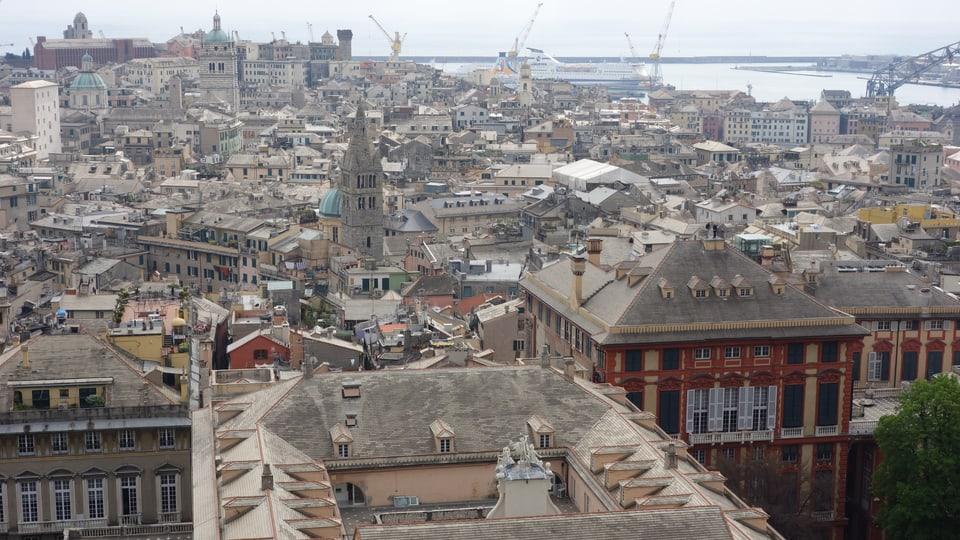 Vista da sura sin la citada da Genova.