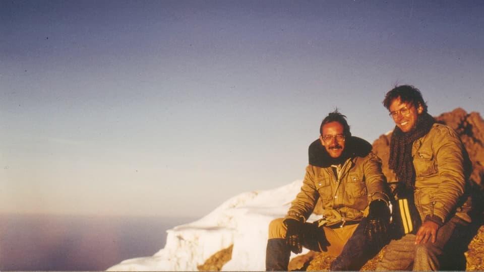 Kilimandjaro (zercladur 1980) sin la foto Pader Clau Lombriser en cumpagnia d'in confrar.