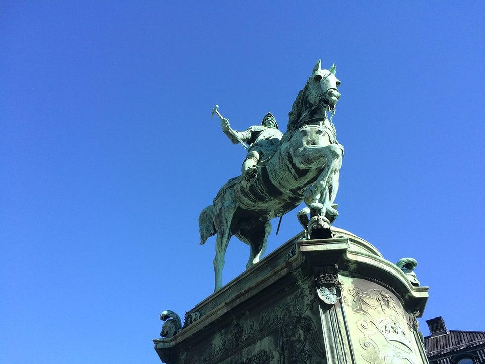 La statua da Gustav II Adolf, il fundatur da la citad da Göteborg.