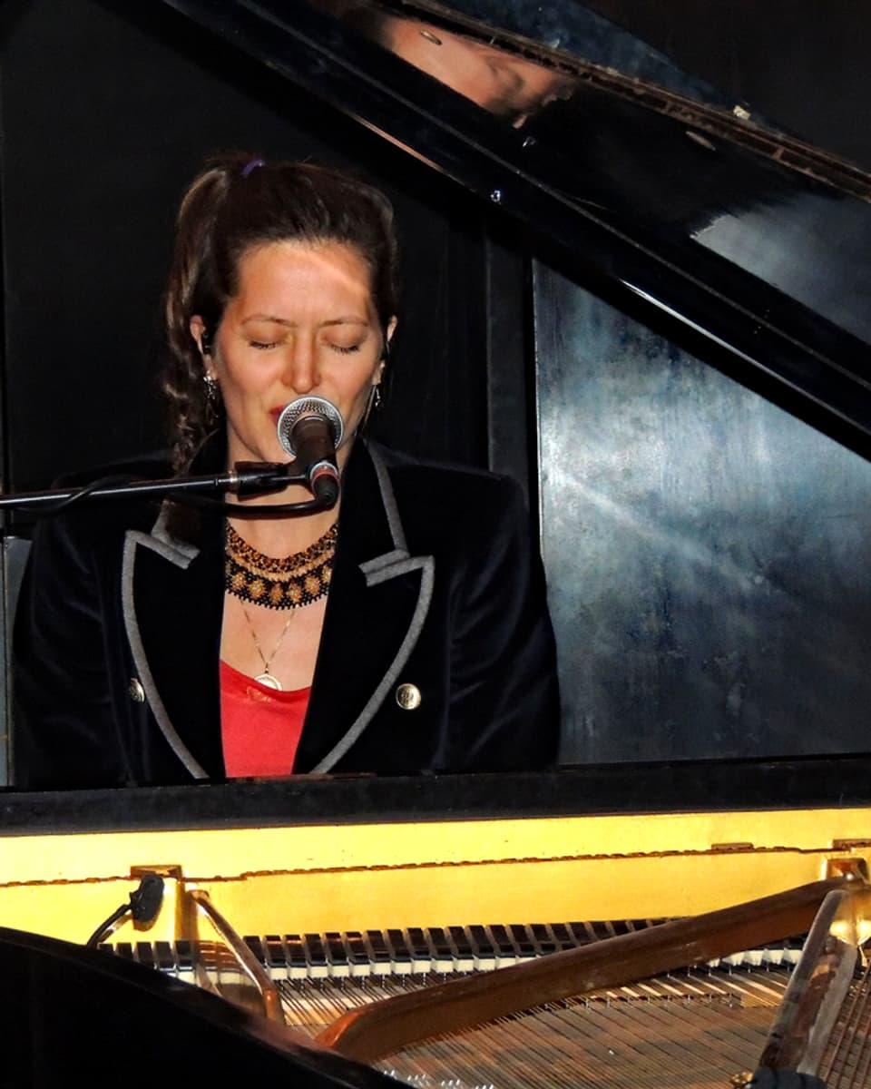 Bianca Mayer al clavazzin