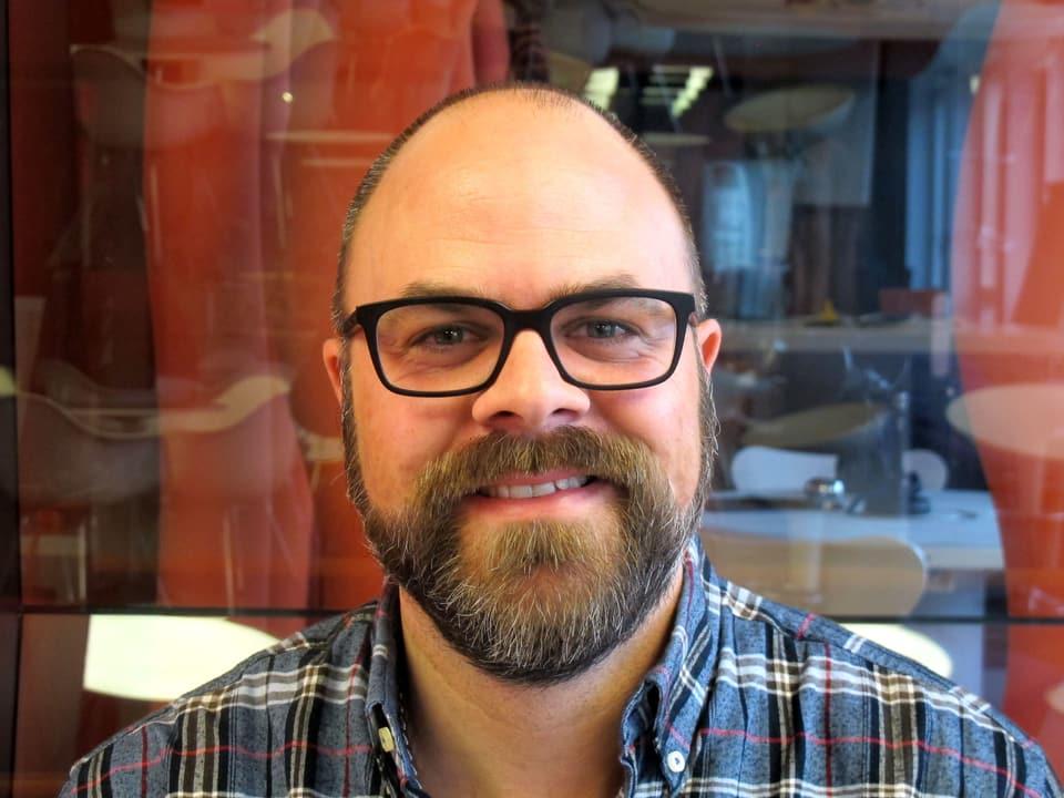 Porträt von Sirio Flückiger frontal.