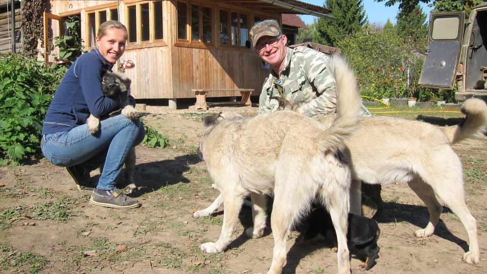 Der Luzerner Jörg Duss lebt seit 18 Jahren in Russland. Mit Natalja erholt er sich auf seinem Biohof vom  Moskauer Stress.