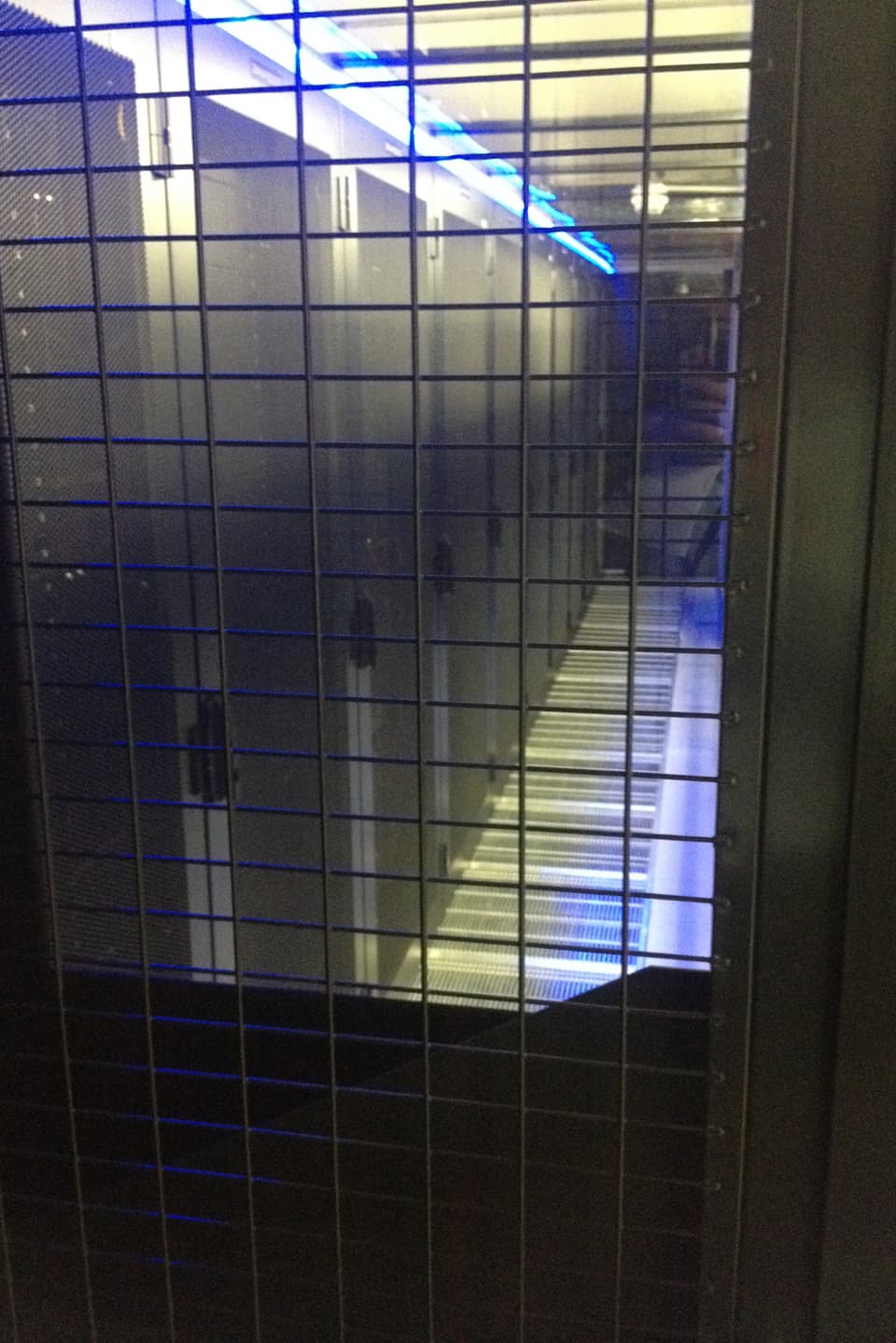 Zeit ist Geld. Im geheimen Datencenter wo die Rechner der Börse stehen, mieten die Hochfrequenzhändler gut bewachte Serverplätze, damit sie möglichst nahe beim Handelscomputer sind.