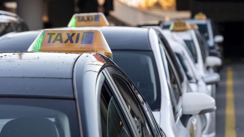 Taxifahrerinnen und -fahrer warten vergeblich auf Kundschaft