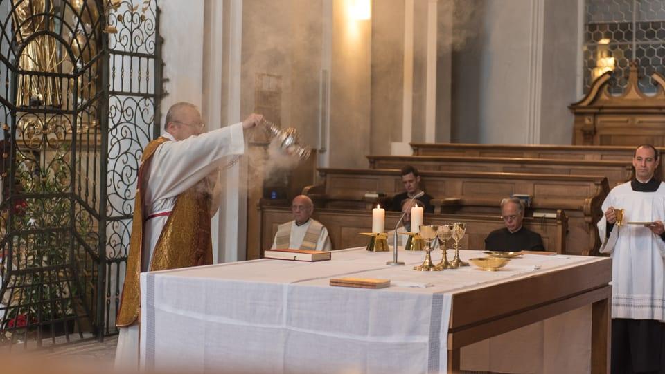 Pader Bruno turbla la vista durant la messa en baselgia Sogn Martin.