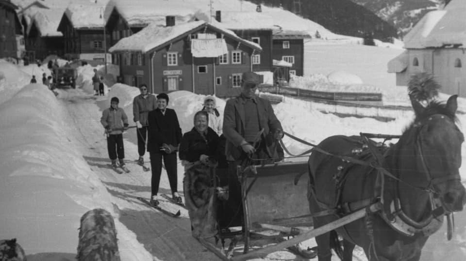 ina charrotscha da chavals che tila suenter skiuns ils onns 1950