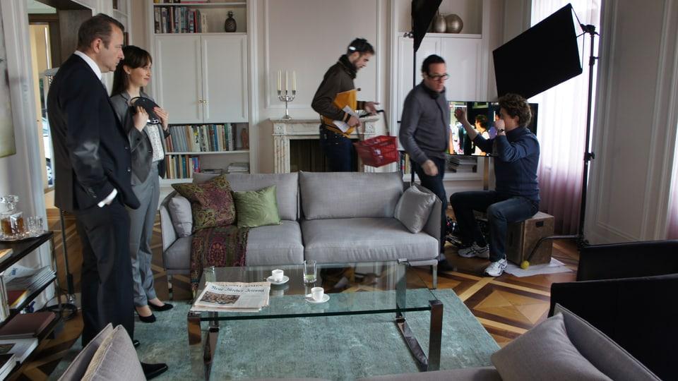 Rechts im Bild: Kameramann Quinn Reimann mit Regisseur Martin Guggisberg.