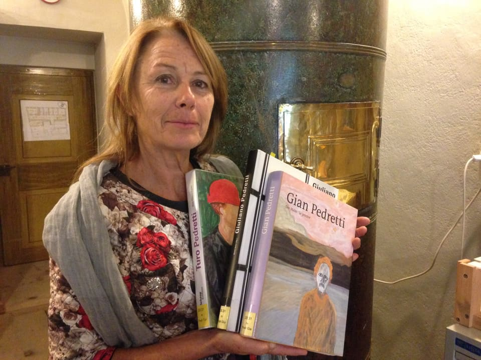 L'istoricra d'art Dora Lardelli cun publicaziuns davart «ils trais Pedrettis».