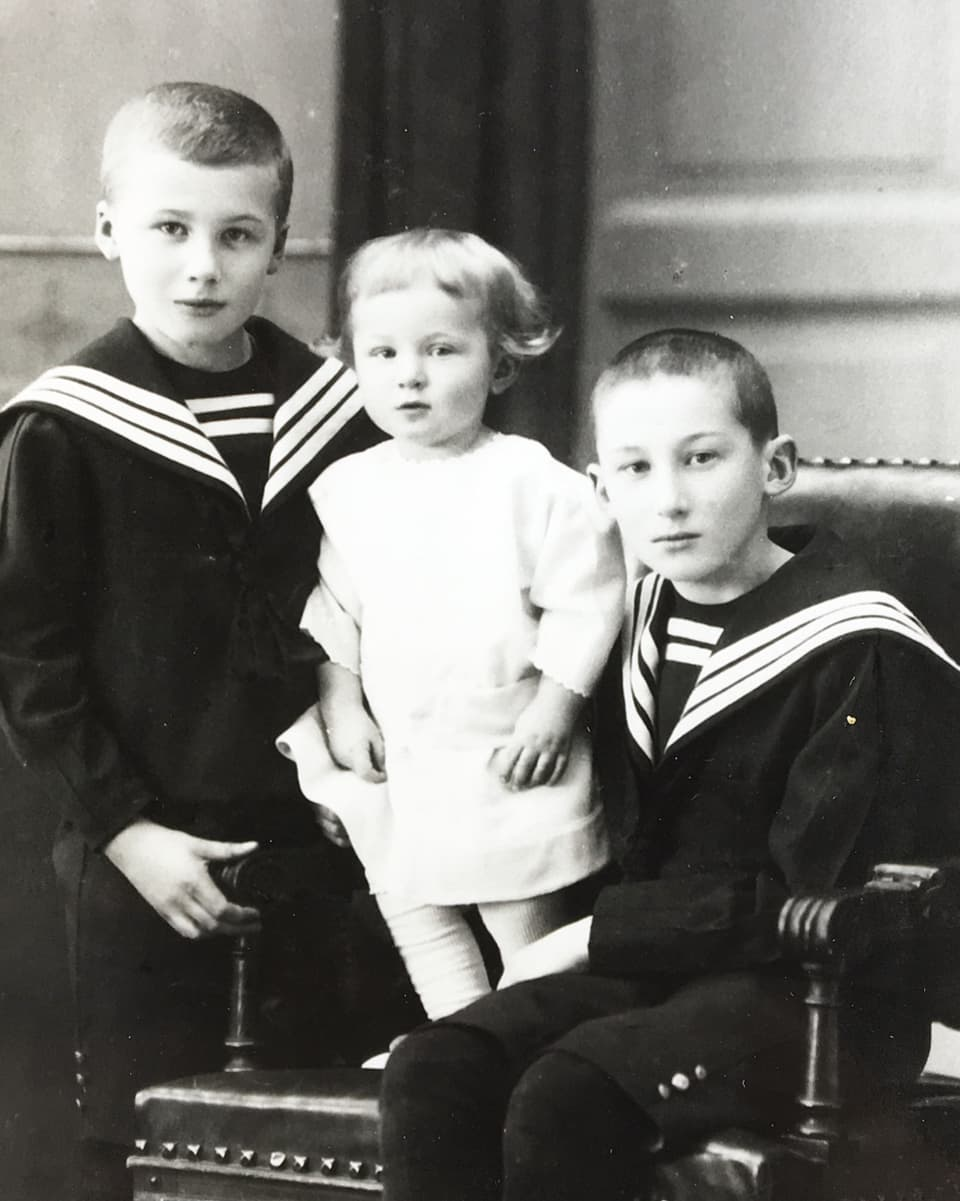 Karl Friedrich Risch (1901-1994) e ses fragliuns – sia famiglia possedeva ina fabrica da taila en Russia