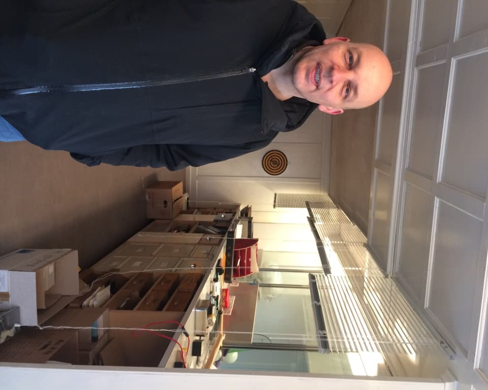 Tim Krohn en siu atelier – l'anteriura banca da Sta. Maria.