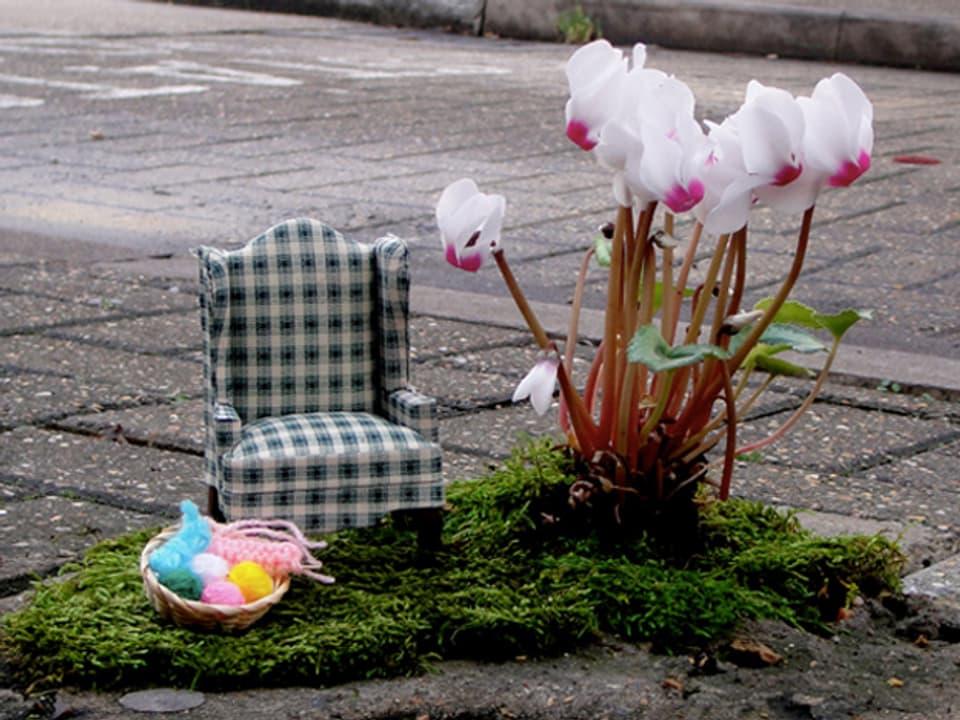 Grüne Kleinkunst mitten auf der Strasse.
