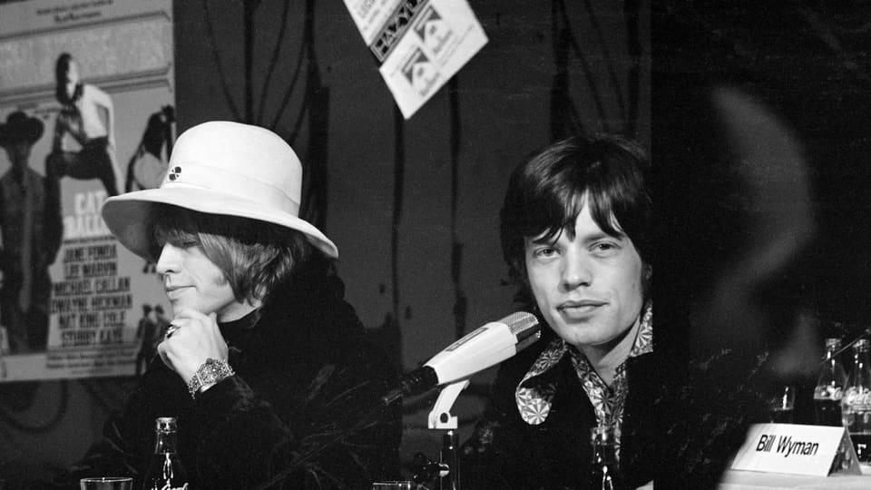 Mick Jagger durtant la conferenza da medias a Turitg il 1967.
