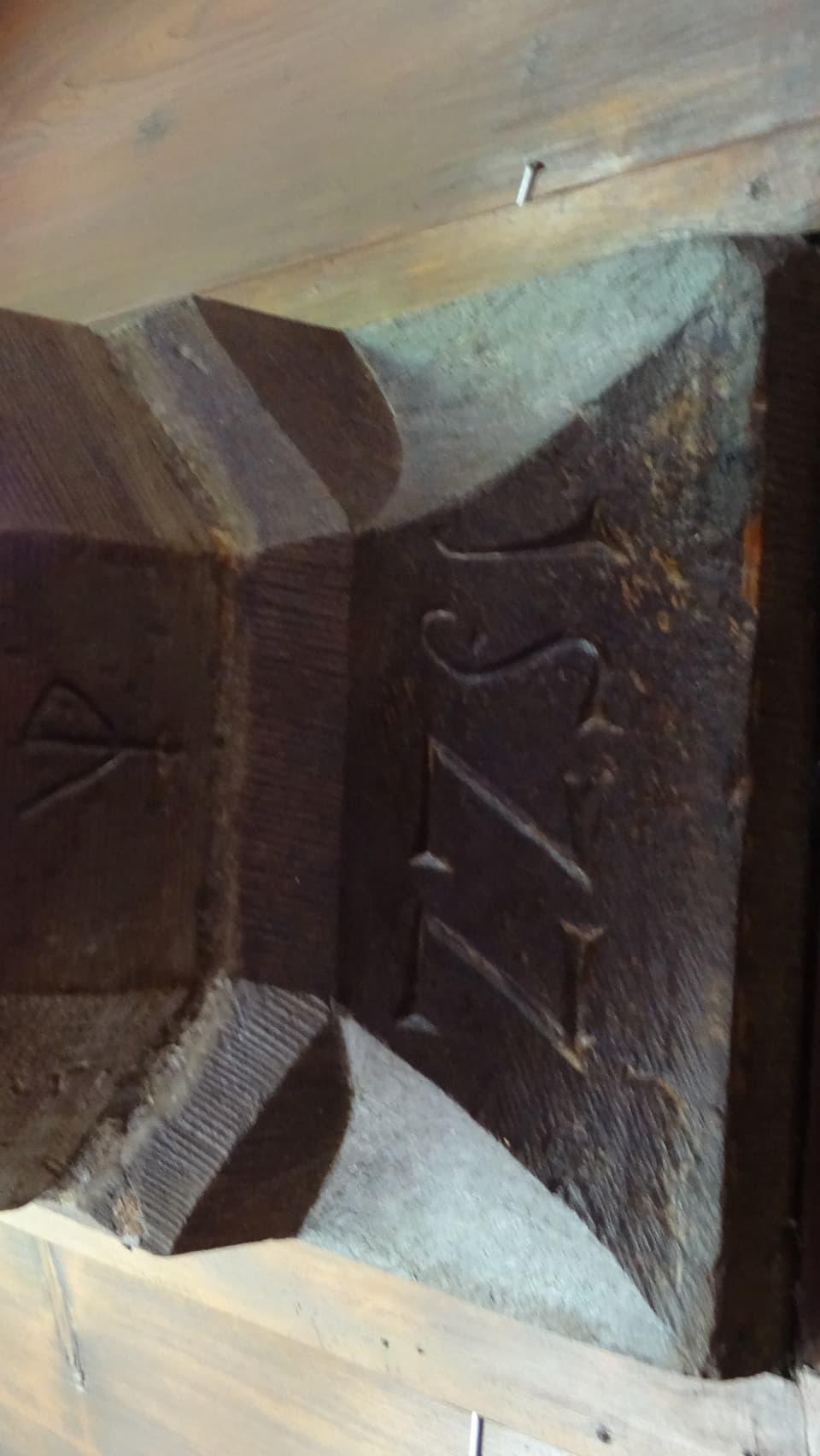 Inscripziun cun la cifra 1522 la data da l'origin da la Hofkellerei.