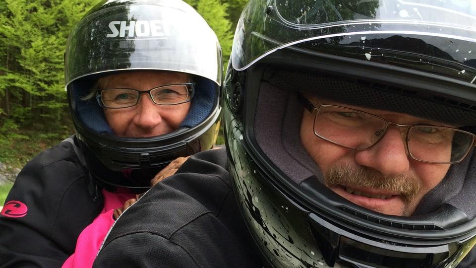 Connie und Ruedi auf dem Motorrad