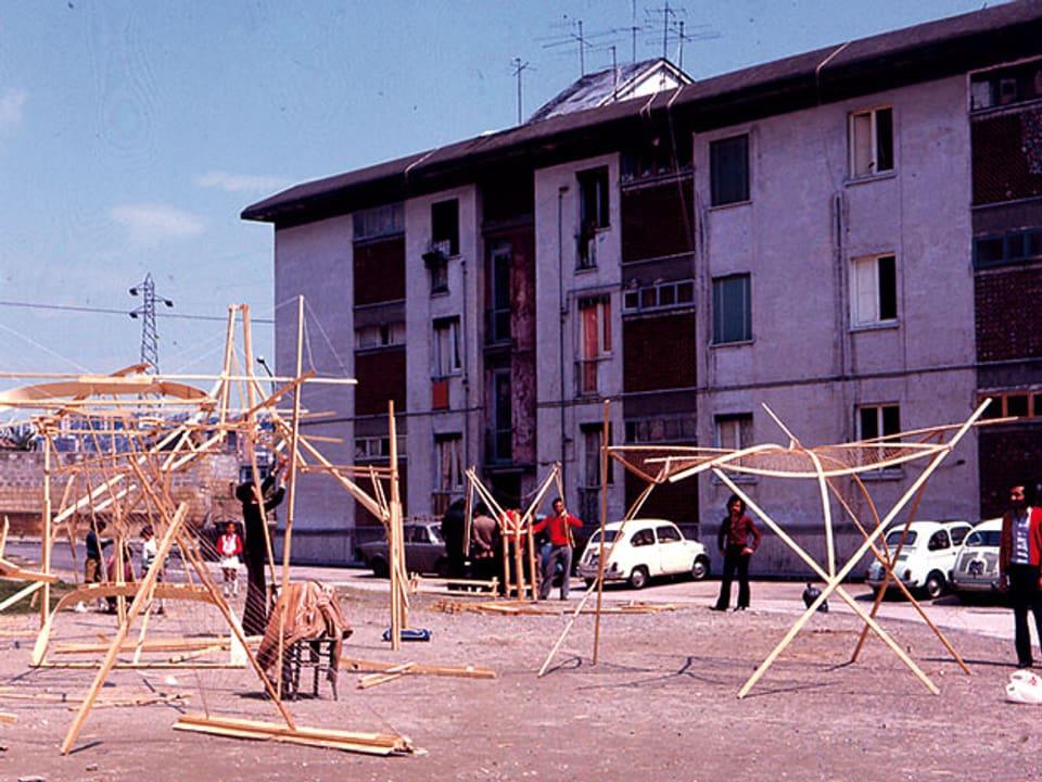 Modellbau auf einem Vorplatz.