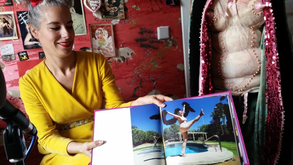 Koko la Douce zeigt einen Frauenbild, das sie inspiriert.