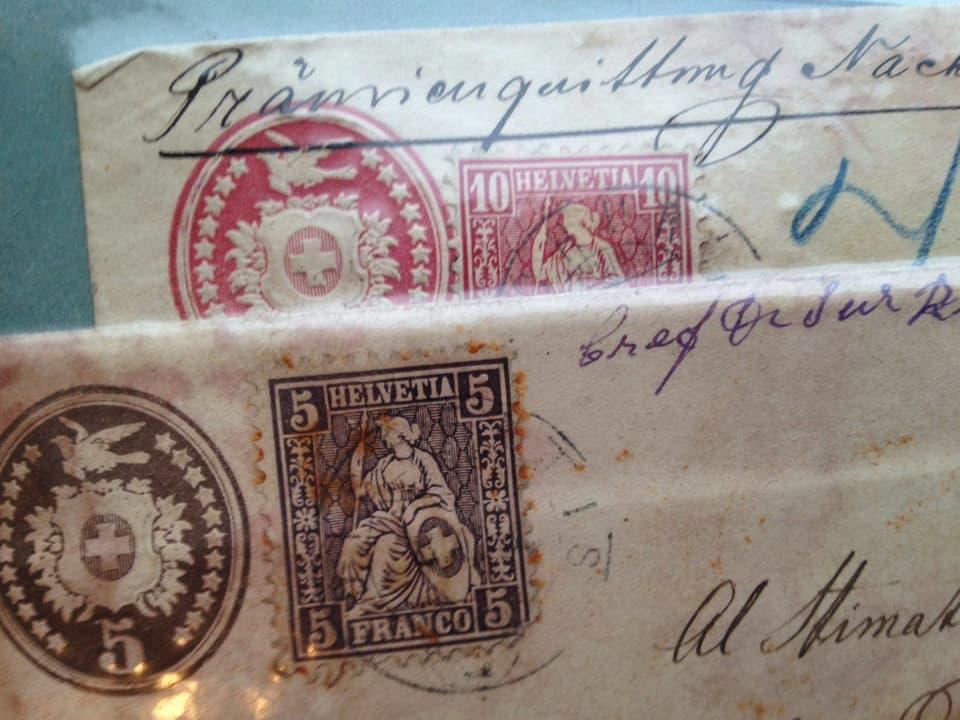 Vorfrankierter Tübelibrief. Auf der Zusatzmarke ist die sitzende Helvetia zu sehen.