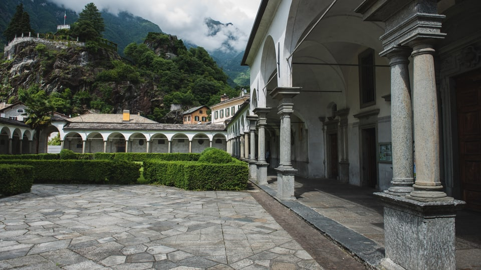 La Chiesa San Lorenzo porscha ina belleza culissa
