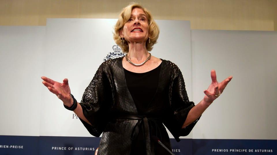 La filosofa Martha Nussbaum tegna in pled ad ina conferenza.
