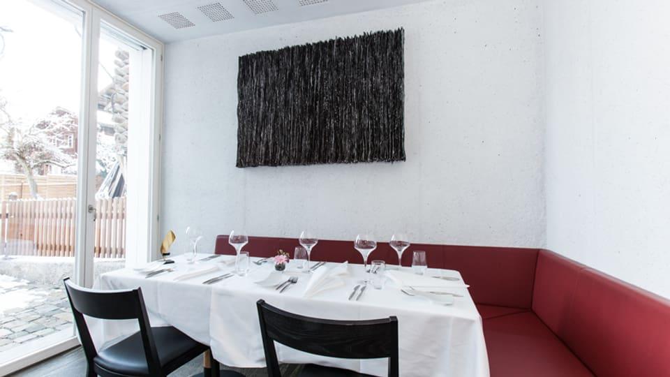 Ovra dad Ernestina Abbühl en in restaurant a Valendau