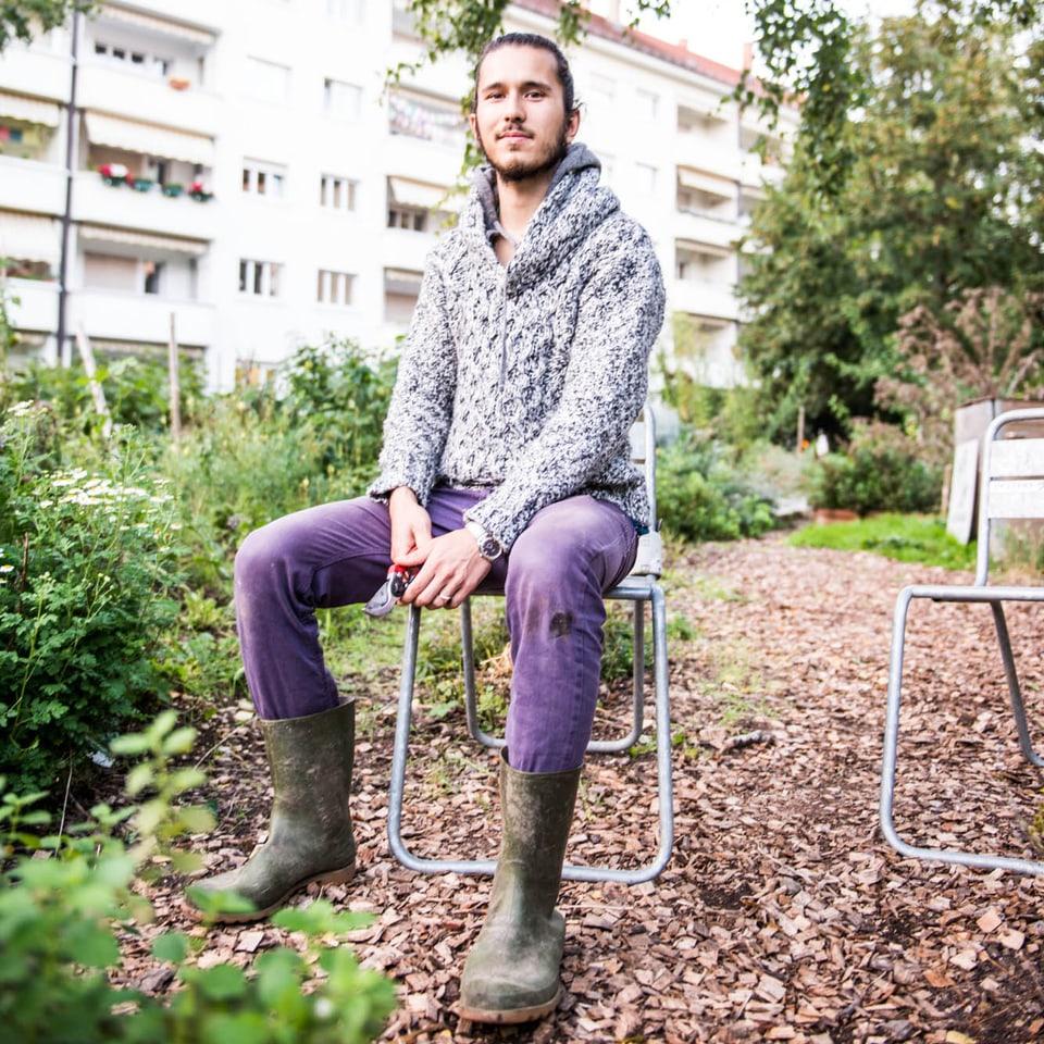 """Bastiaan Frich (27) aus Basel ist mehr als ein Hobby-Gärtner. Er lebt Urban Agriculture mit Leib und Seele: """"Ich esse nur, was in meinem Garten wächst."""""""