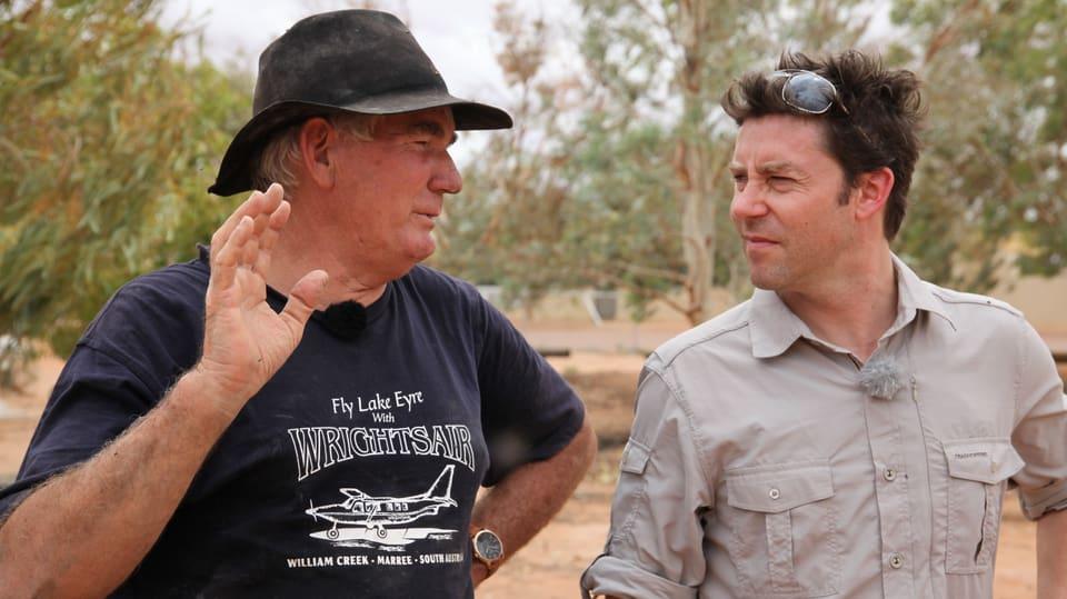 Sven spricht mit dem Pub- und Dorfbesitzer Trevor Wright.