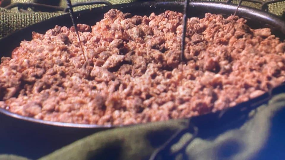 Kirschenstreuselkuchen mit Rhabarberkompott