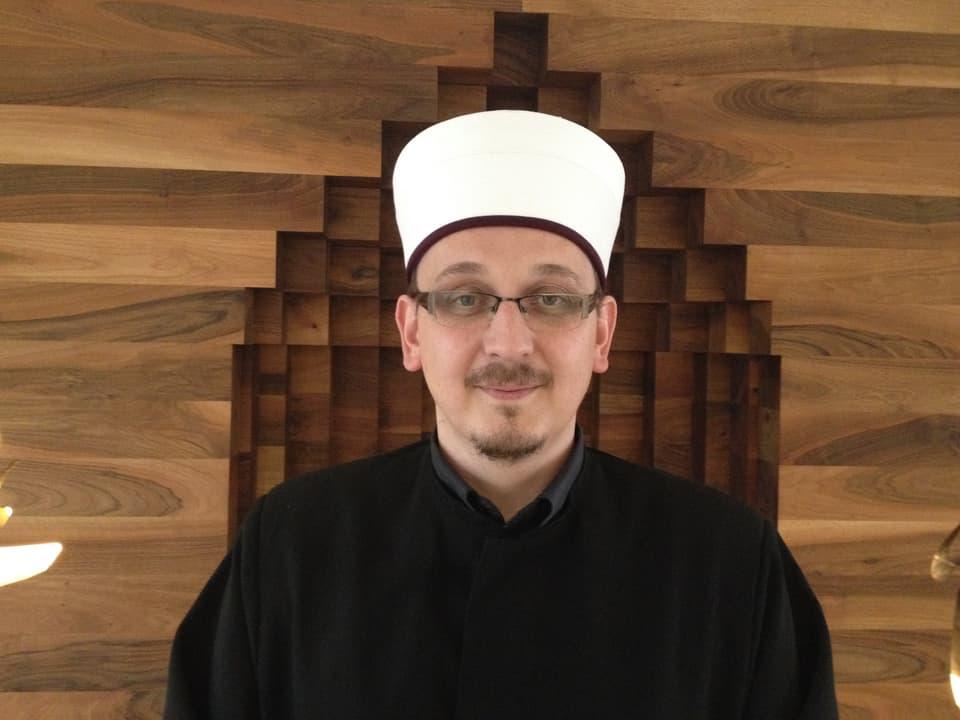 Der Imam Muris Begovic (33) kickt beim FC Religionen.