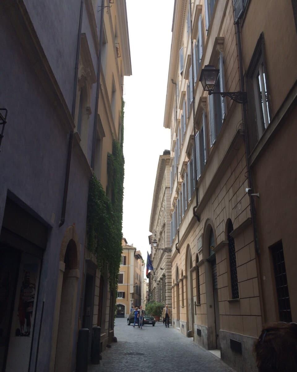 Las streglias e giassas da Roma – ellas porschan magari era in pau sumbriva.