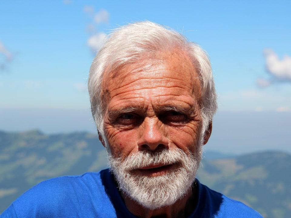Porträt Armin Schelbert auf dem Gipfel.