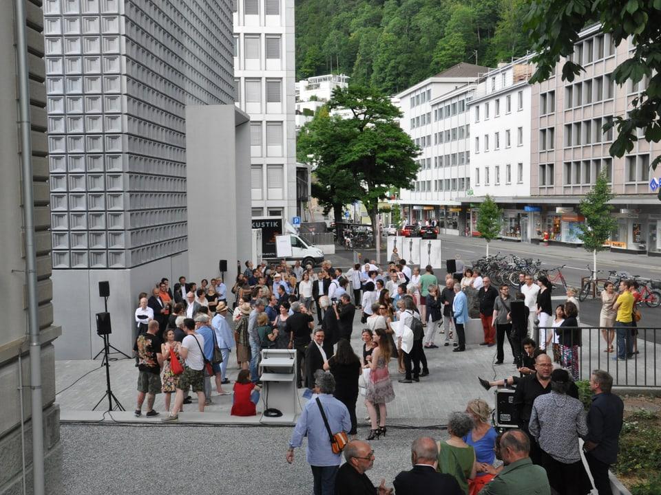 Blers èn vegnids per mirar il nov Museum d'art dal Grischun Cuira.