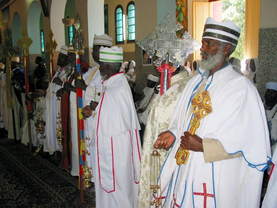 Dignitaris ortodoxs en la catedrala Enda Mariam ad Asmara (Eritrea).