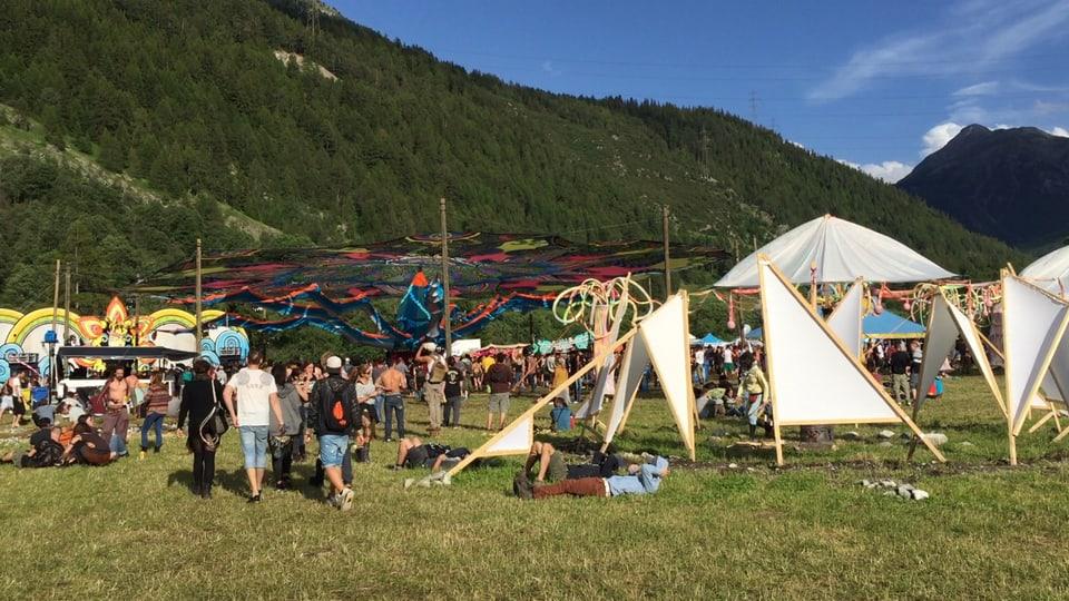 Era la decoraziun al festival e fatga dad artists.