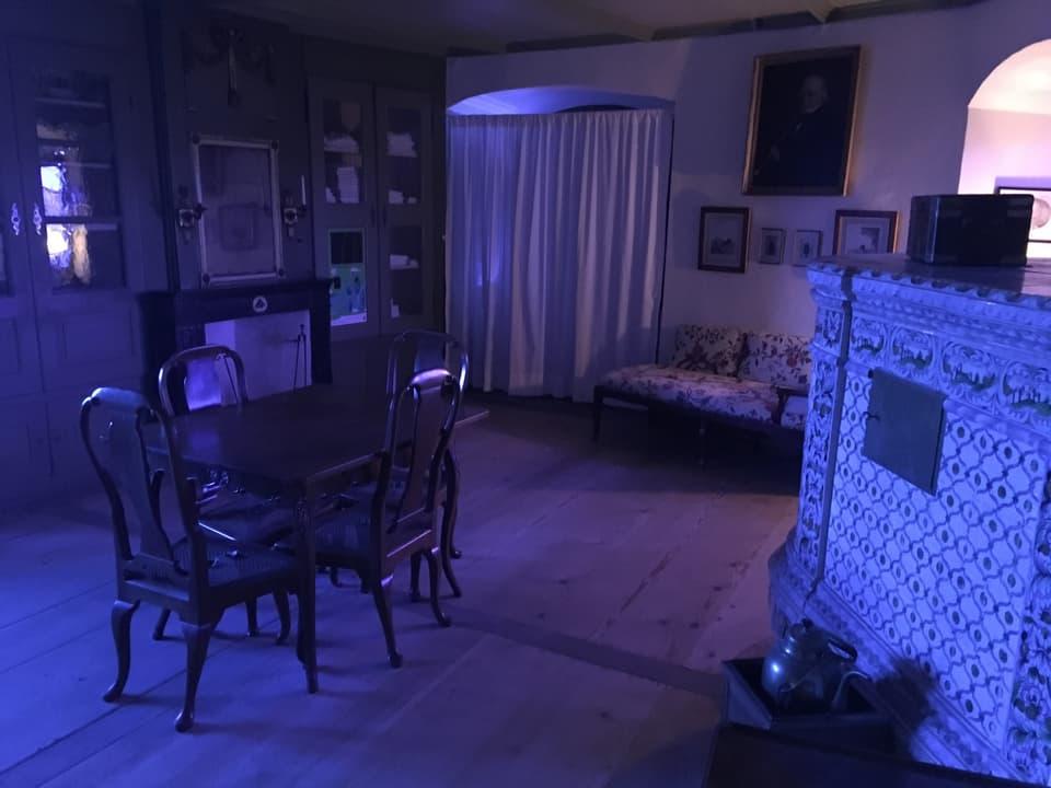 Blick ins Eckzimmer, das als Junggesellenzimmer diente.