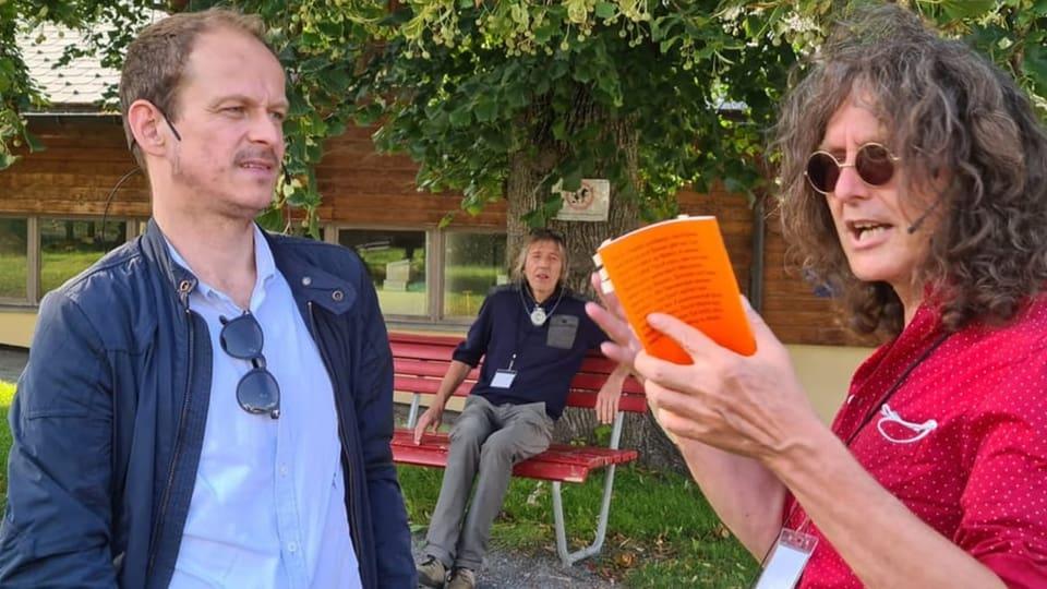 Glion: Tematisar depopulaziun e fusiun teater «Der Dorfladen»