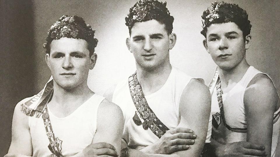 Hausi Leutenegger (r.) als Kranzturner mit seinen Brüdern Bruno und Alois