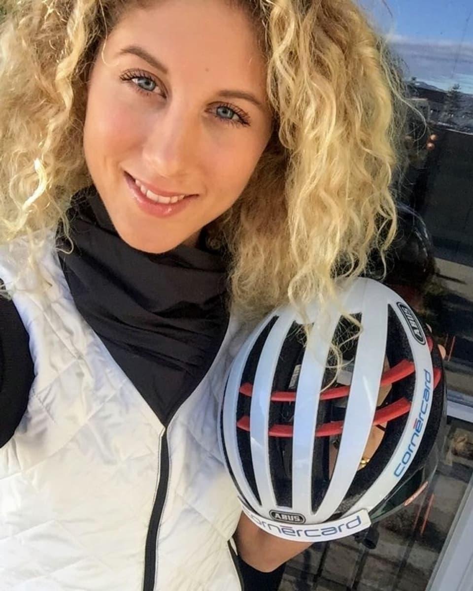 Mountainbikerin Jolanda Neff mit Helm