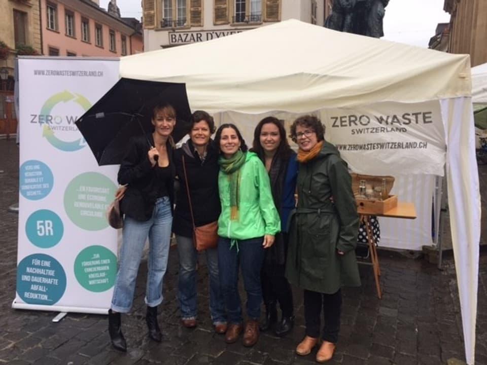 Commembras da ZeroWaste Switzerland cun Bea Johnson (sen.) ch'ha lantschà il moviment
